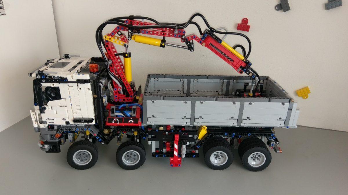 Review lego technic 42043 mercedes benz arocs for Lego technic mercedes benz arocs
