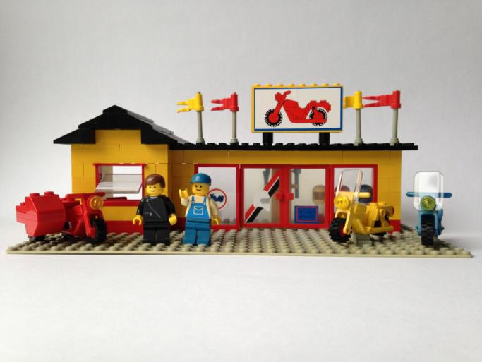 LEGO Town 6373 Motorcycle Shop