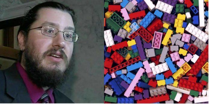 30 jarige belt politie vanwege LEGO in ouderlijk huis