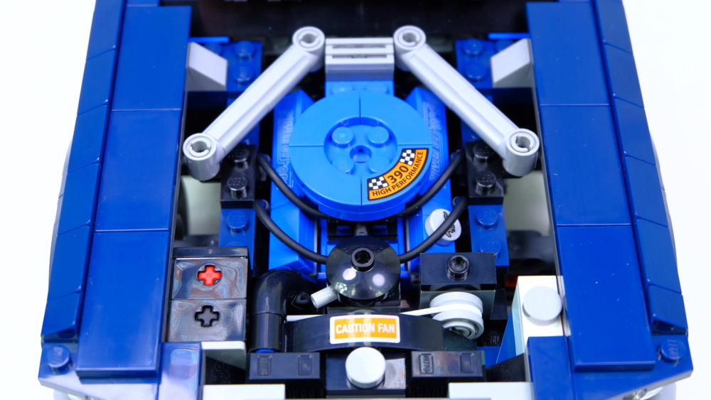 LEGO Ford Mustang - V8 motor