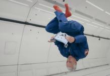 Astronaut bouwt LEGO tijdens gewichtloosheidsvlucht