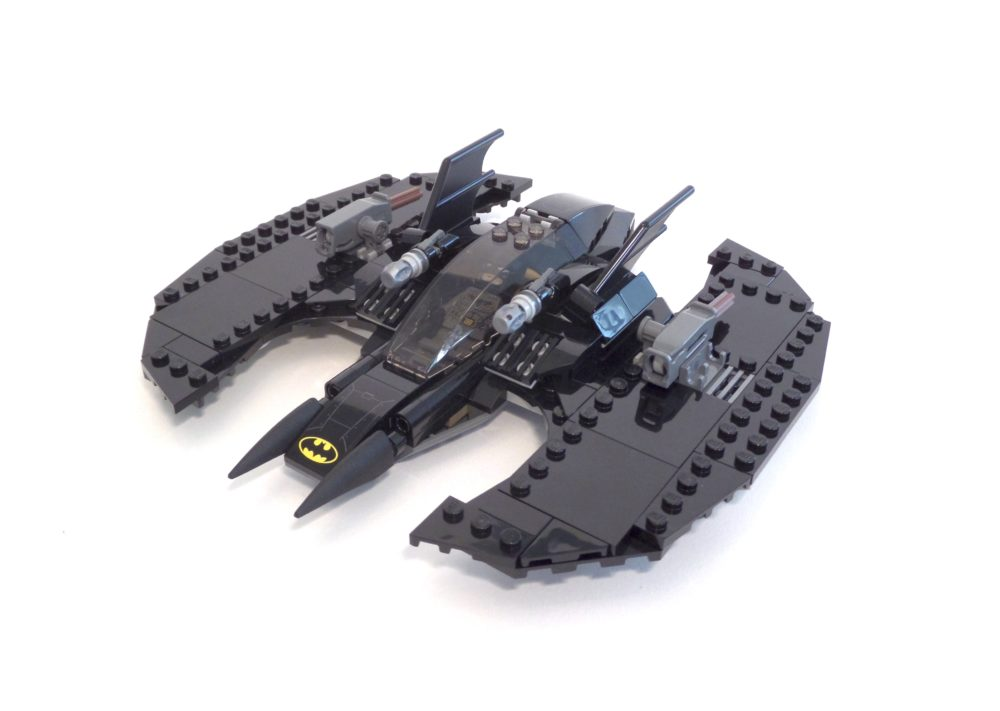 LEGO DC Superheroes 76120 Batman Batwing and the Riddler Heist.